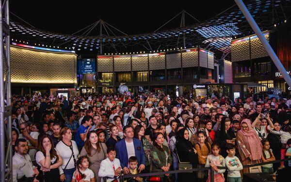 Заслуженная артистка Азербайджана Ройа Айхан выступила с сольным концертом на знаменитой площади Дубая City Walk - Sputnik Азербайджан