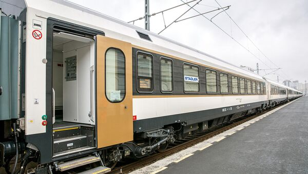 Пассажирский поезд, который будет курсировать по железной дороге Баку-Тбилиси-Карс - Sputnik Азербайджан