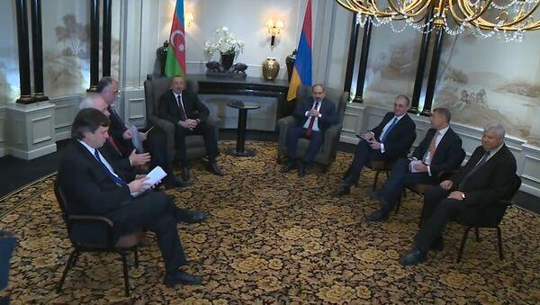 Видео: первая официальная встреча руководителей Азербайджана и Армении - Sputnik Азербайджан