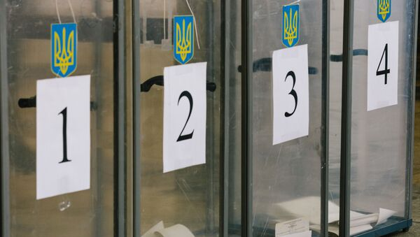 Урны для голосования на избирательном участке в Харькове. 31 марта на Украине проходят выборы президента - Sputnik Азербайджан