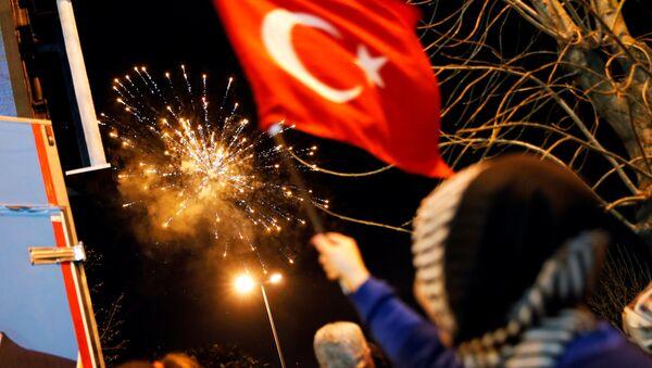 İstanbulda seçkilərdən sonra atəşfəşanlıq - Sputnik Azərbaycan