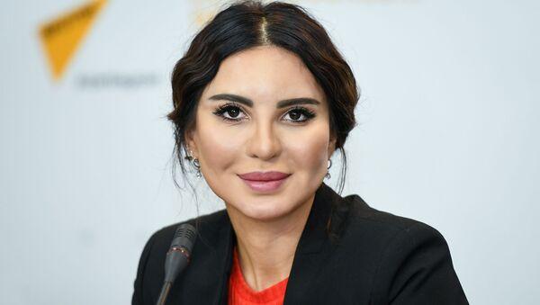 Известная азербайджанская художница Гюнай Мехтизаде рассказала о творчестве и планах - Sputnik Азербайджан