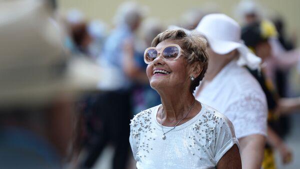 Пожилая женщина. Архивное фото - Sputnik Азербайджан