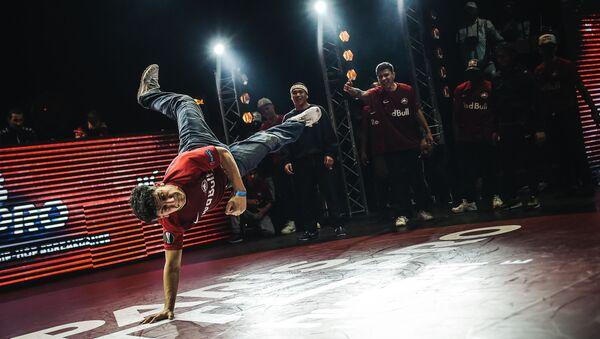 Танцор брейк данс, фото из архива - Sputnik Азербайджан