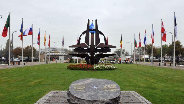 Общий вид главного входа в штаб-квартире НАТО в Брюсселе - Sputnik Azərbaycan