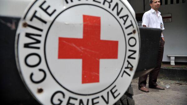 Автомобили международного Комитета Красного Креста (МККК) - Sputnik Азербайджан