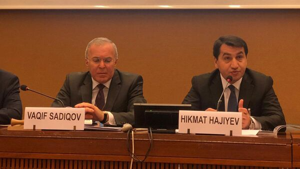 Выступление завотделом по вопросам внешней политики Администрации Президента АР Хикмета Гаджиева на конференции Влияние незаконной деятельности в зонах конфликта на права человека  - Sputnik Азербайджан