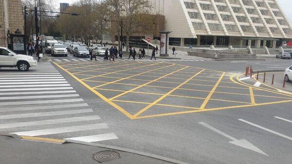 Желтая сетка на пересечении улиц Самеда Вургуна и Физули - Sputnik Азербайджан