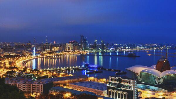 Вид на ночной Баку из Нагорного парка - Sputnik Азербайджан
