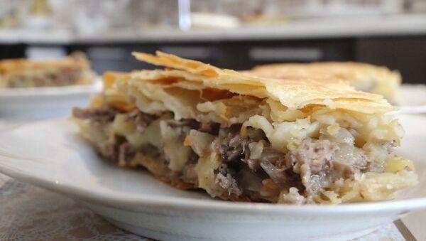 Видеорецепт: лезгинский пирог с картофелем и мясом - Sputnik Азербайджан