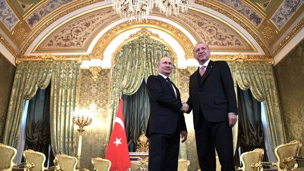 Президент РФ Владимир Путин и президент Турции Реджеп Тайип Эрдоган во время встречи - Sputnik Азербайджан