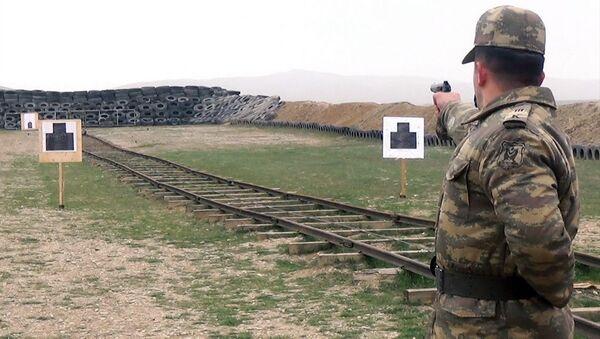 Азербайджанские курсанты отстрелялись на полигоне - Sputnik Азербайджан