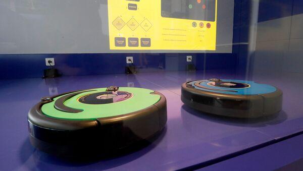 Робот-пылесосы на выставке в Париже - Sputnik Азербайджан