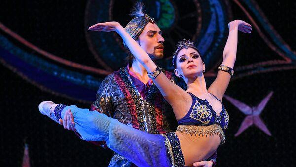 Cпектакль Тысяча и одна ночь в исполнении артистов театра Кремлевский балет - Sputnik Азербайджан