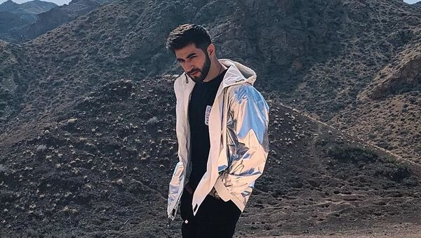 Финалист музыкального проекта Новая Фабрика звезд на канале МУЗ-ТВ Эльман Зейналов  - Sputnik Азербайджан