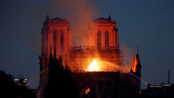 Пожар в соборе Парижской богоматери - Sputnik Азербайджан