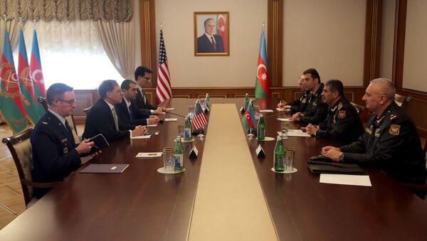 Генерал-полковник Закир Гасанов встретился с чрезвычайным и полномочным послом США Эрлом Литценбергером - Sputnik Азербайджан