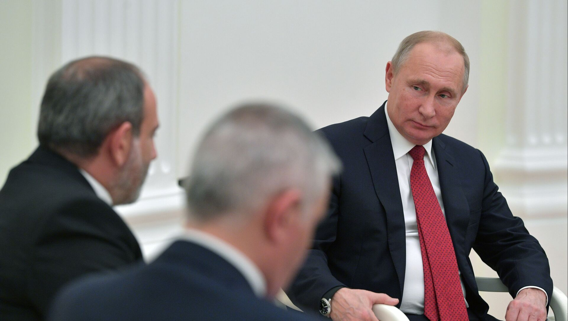 Президент РФ Владимир Путин и премьер-министр Армении Никол Пашинян (слева)  - Sputnik Азербайджан, 1920, 05.04.2021