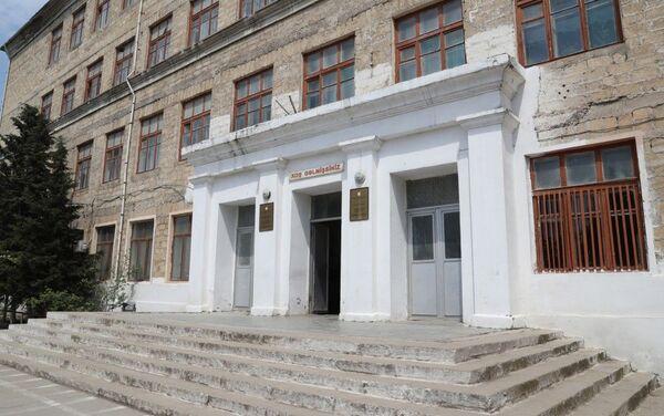 Первый вице-президент Мехрибан Алиева ознакомилась с условиями в школе номер 32 Лачинского района - Sputnik Азербайджан
