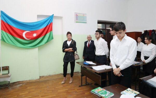 Первый вице-президент Мехрибан Алиева ознакомилась с условиями гимназии в Мярдакяне - Sputnik Азербайджан