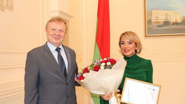 Церемония вручения сертификата Звездного посла II Европейских игр 2019 года заслуженной артистке Азербайджана Тунзале Агаевой - Sputnik Азербайджан