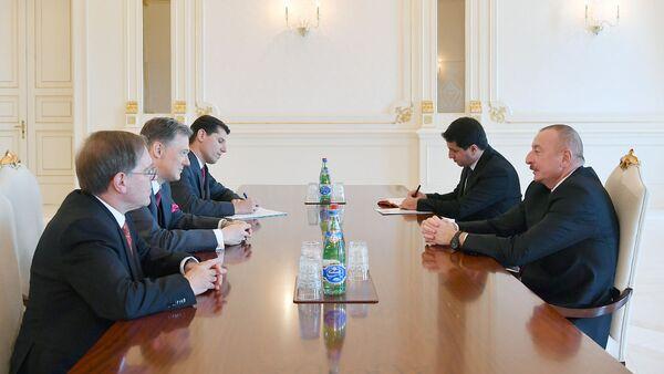 Президент Азербайджанской Республики Ильхам Алиев принял заместителя помощника государственного секретаря США по вопросам Европы и Евразии Джорджа Кента - Sputnik Азербайджан