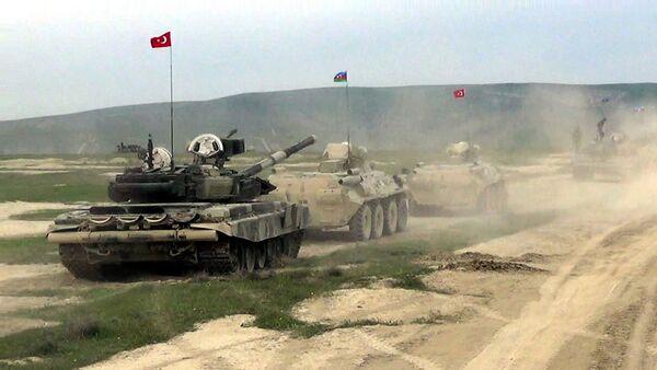 Начались совместные азербайджано-турецкие тактические учения с боевой стрельбой - Sputnik Азербайджан