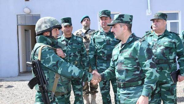 Глава погранслужбы АР проверил служебно-боевую деятельность воинской части и подразделений пограничных войск - Sputnik Азербайджан