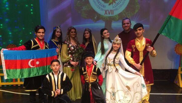 Азербайджанский фольклорный ансамбль Alov (Пламя) - Sputnik Азербайджан
