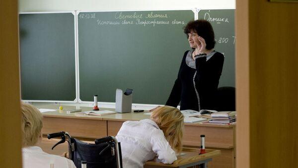 Урок в специальной (коррекционной) образовательной школе-интернате - Sputnik Азербайджан