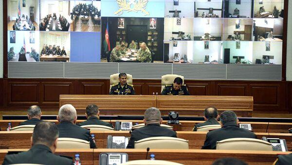 Служебное совещание в Центральном командном пункте Минобороны АР под руководством генерал-полковника Закира Гасанова - Sputnik Азербайджан