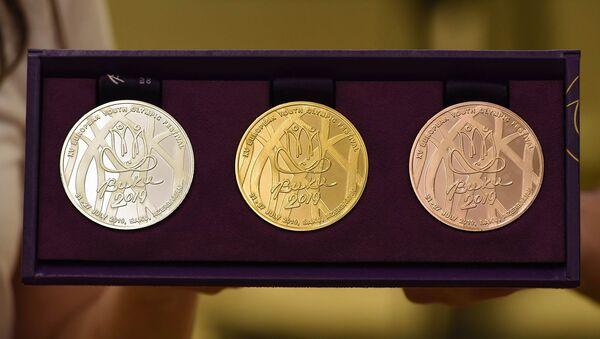 Медали, которые будут вручены призерам предстоящего Европейского олимпийского молодежного фестиваля - Sputnik Азербайджан