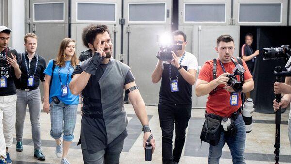 Первая репетиция евровидийного выступления в Тель-Авиве представителя Азербайджана Чингиза Мустафаева - Sputnik Азербайджан