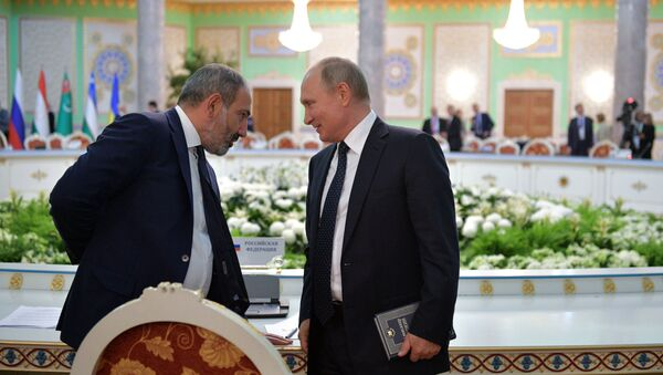 Президент РФ Владимир Путин и премьер-министр Армении Никол Пашинян - Sputnik Азербайджан