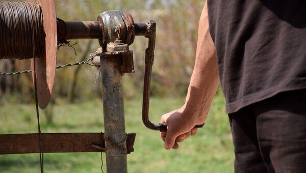 Qrunt sularının üzə çıxarılarılması üçün su quyuların qazılması - Sputnik Азербайджан