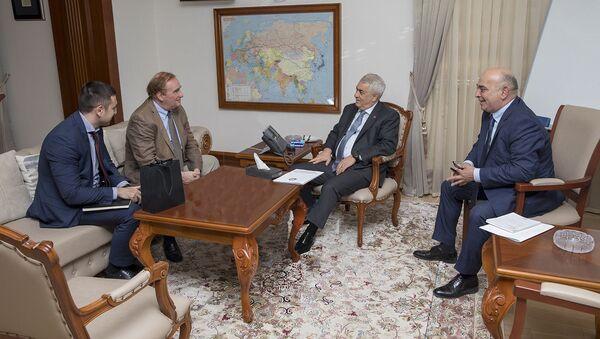 В ЗАО АЖД состоялась встреча с гендиректором Международного союза железных дорог Жан-Пьером Лубину - Sputnik Азербайджан