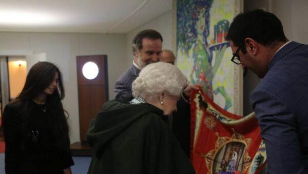 Встреча Королевы Великобритании Елизаветы II с делегацией Азербайджана по завершении Виндзорского королевского конного шоу в честь королевы Виктории - Sputnik Азербайджан