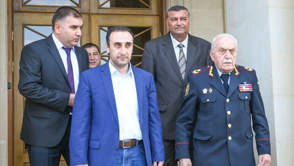 Директор Центра истории Кавказа Ризван Гусейнов и Генерал-майор Кямиль Мамедов - Sputnik Азербайджан