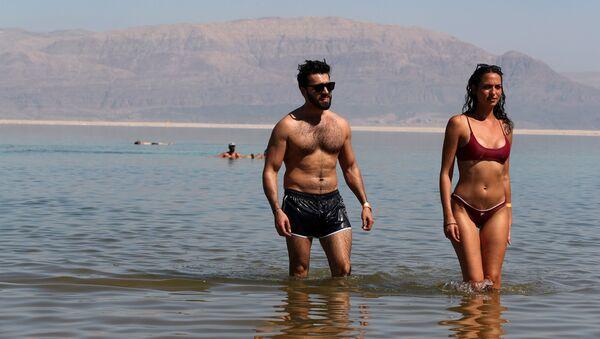 Чингиз Мустафаев на пляже - Sputnik Азербайджан
