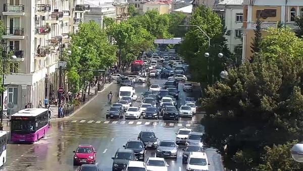 Прорыв канализации на улице Рашида Бейбутова - Sputnik Азербайджан