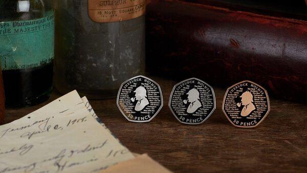 Монеты в честь Шерлока Холмса - Sputnik Азербайджан