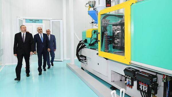 Президент Азербайджана Ильхам Алиев принял участие в открытии завода по производству шприцев Diamed Co в Пираллахинском промышленном парке - Sputnik Азербайджан