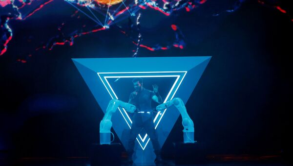 Чингиз Мустафаев из Азербайджана выступает во время Гранд Финала Конкурса Песни Евровидение 2019 года в Тель-Авиве, Израиль - Sputnik Азербайджан