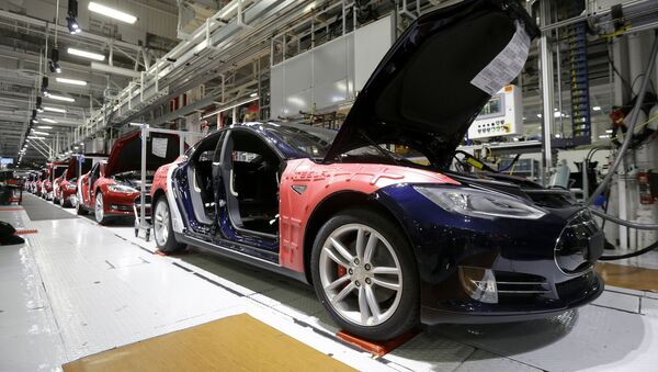 Сборка новой Tesla Model S на заводе Tesla во Фримонте, штат Калифорния - Sputnik Азербайджан