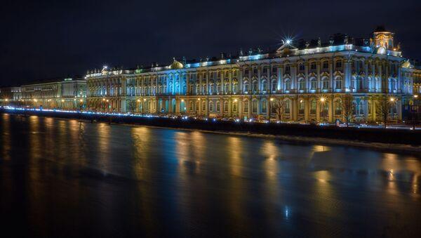 Sankt-Peterburqda Saray körpüsündən Qış Sarayının görünüşü - Sputnik Azərbaycan