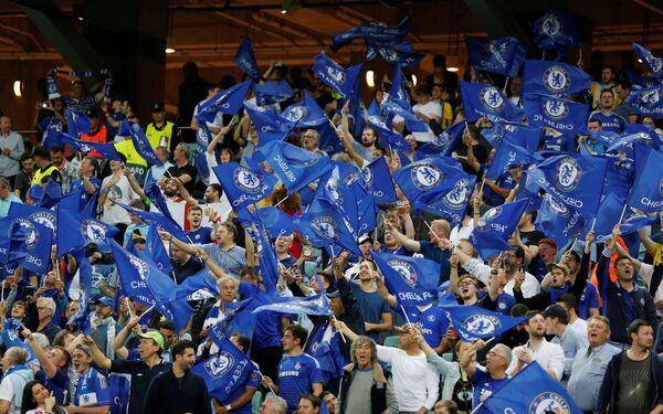Финал Лиги Европы: Челси - Арсенал. Болельщики Челси машут флагами перед матчем, Бакинский олимпийский стадион, Баку, Азербайджан - Sputnik Азербайджан