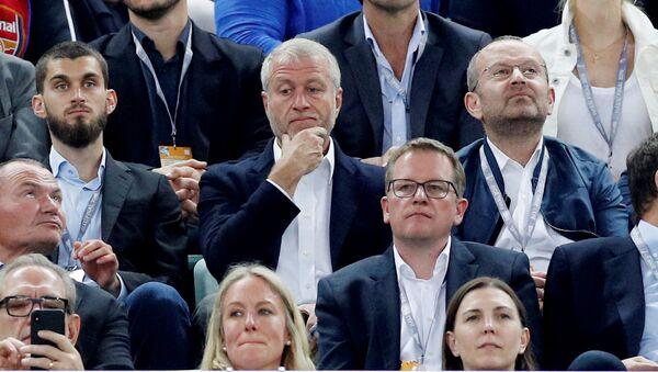Финал Лиги Европы: Челси - Арсенал. Хозяин Челси Роман Абрамович на трибунах перед матчем, Бакинский олимпийский стадион, Баку, Азербайджан - Sputnik Азербайджан