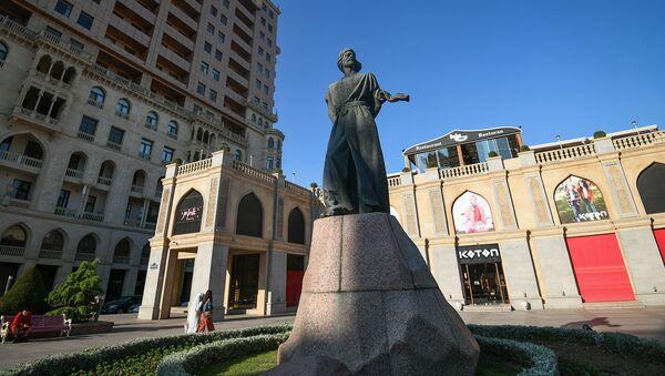 Памятник Имадеддина Насими в Баку - Sputnik Азербайджан