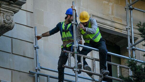 Рабочие в Баку - Sputnik Азербайджан