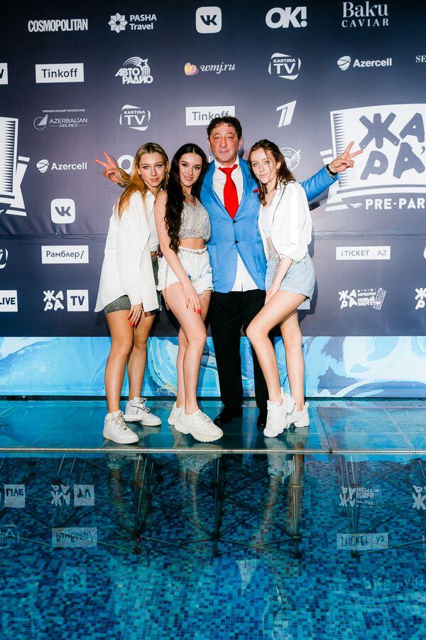 Григорий Лепс и группа Cosmos Girls на pre-party международного музыкального фестиваля Жара-2019 - Sputnik Азербайджан